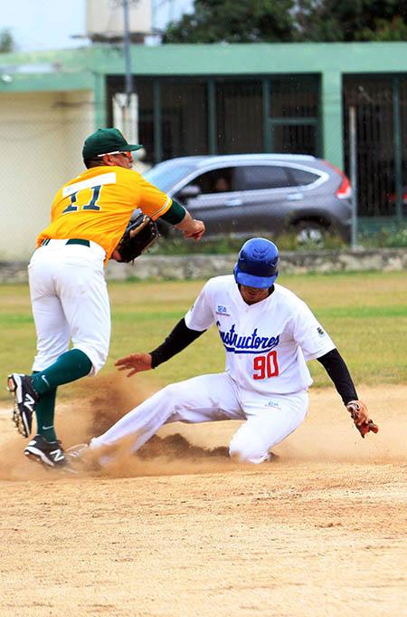 Liga Meridana de beisbol cpmstructores de Cordemex contra zorros